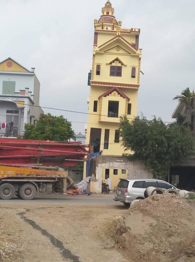 Ngôi nhà 5 tầng vừa xây xong đã bị nghiêng 1m