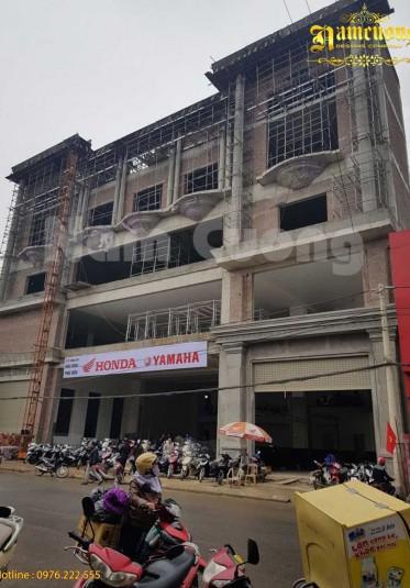 Hình ảnh thực tế ghi lại quá trình thi công showroom tại Nghệ An